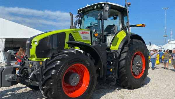 CLAAS Axion 950 Tractor at Farm Progress Show 2021 in Decatur, IL